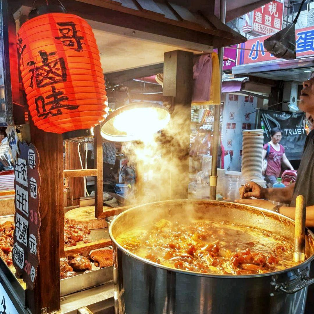饒河夜市大排長龍店家只賣這幾樣就能征服大家的胃?米其林必比登推介必吃美食就在這!