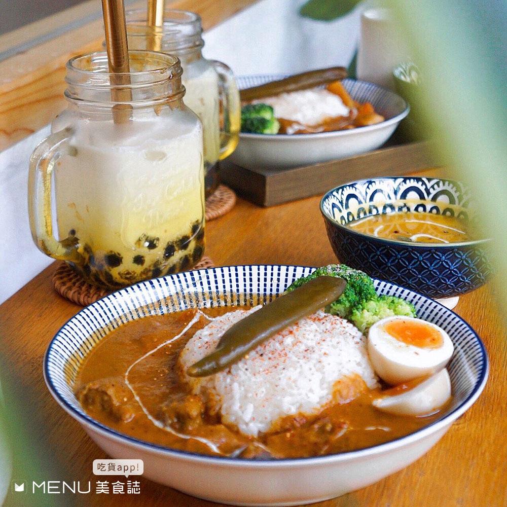 中山美食好難選!左邊韓式、右邊港式、前面日式、後面泰式,要吃哪一家好猶豫啦!